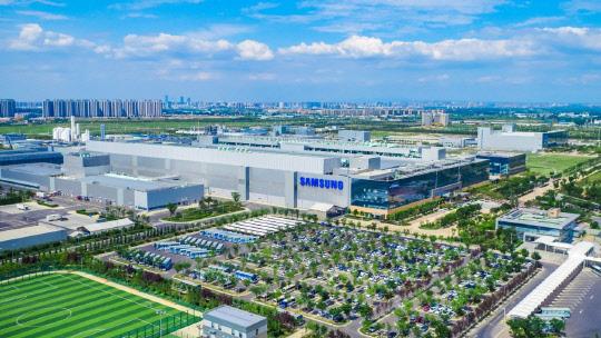 다시 불 켜는 전자·배터리·디스플레이 중국공장